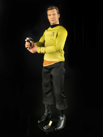 captain-james-tiberius-kirk-16-actionfigur-aus-star-trek-tos-30-cm_STR-0071_2.jpg