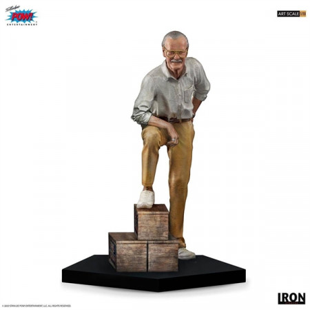 iron-studios-marvel-stan-lee-limited-edition-art-scale-statue_IS13424_2.jpg