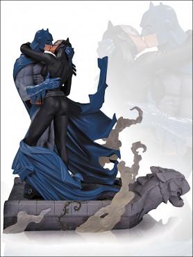 batman-hush-statue-batman-catwoman-kiss-28-cm_DCCSEP130322_2.jpg
