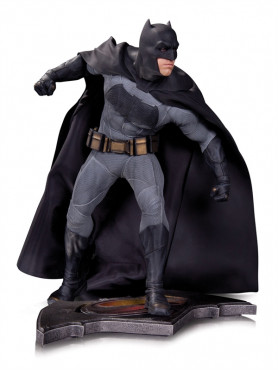 batman-statue-aus-batman-v-superman-dawn-of-justice-36-cm_DCCAUG150303_2.jpg
