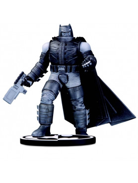 batman-the-dark-knight-returns-black-white-frank-miller-limited-edition-statue-dc-collectibles_DCCDEC190598_2.jpg