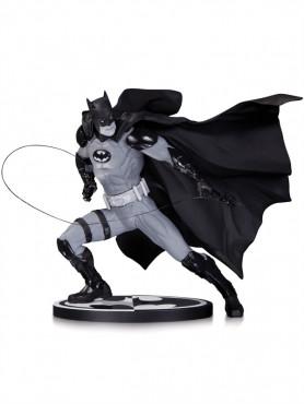 dc-comics-batman-black-white-designer-ivan-reis-statue-17-cm-b-ware_DCCNOV140356_2.jpg