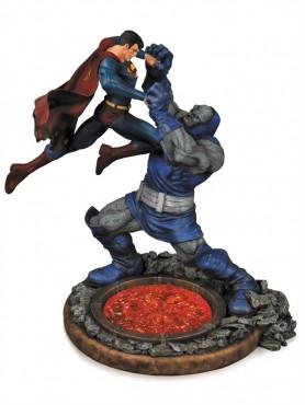 dc-comics-superman-vs_-darkseid-2_-edition-statue-32-cm_DCCAPR140310_2.jpg