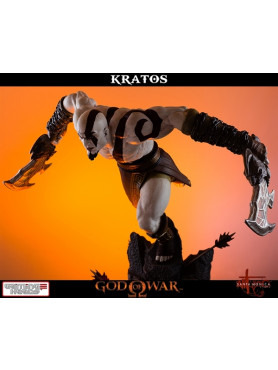 god-of-war-lunging-kratos-14-scale-statue-48-cm_IPGLUNGK_2.jpg