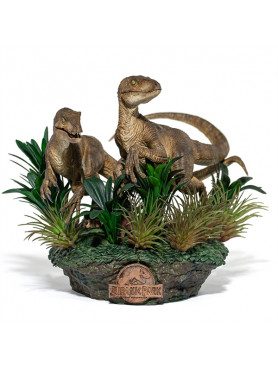 iron-studios-jurassic-park-just-the-two-raptors-limited-edition-deluxe-art-scale-statue_IS12825_2.jpg
