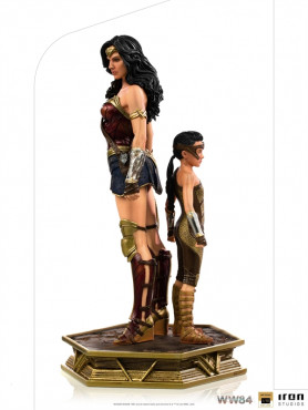 iron-studios-wonder-woman-1984-young-diana-limited-deluxe-edition-bds-art-scale_IS13425_2.jpg
