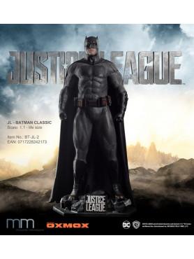 justice-league-batman-classic-suit-life-size-statue-inkl_-base-216-cm_MMBT-JL-2_2.jpg