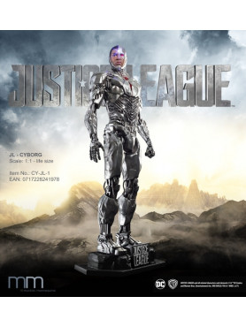 justice-league-cyborg-life-size-statue-inkl_-base-led-auge-212-cm_MMCY-JL-1_2.jpg