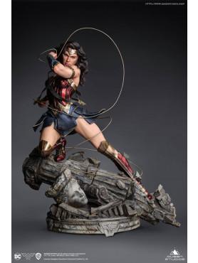 queen-studios-dc-comics-wonder-woman-early-bird-version-limited-edition-statue_QS-WW-COMIC-STATUE_2.jpg