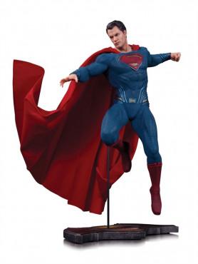 superman-statue-aus-batman-v-superman-dawn-of-justice-27-cm_DCCAUG150304_2.jpg