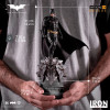 the-dark-knight-batman-limited-edition-deluxe-art-scale-statue-iron-studios_IS71560_12.jpg