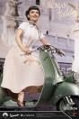 ein-herz-und-eine-krone-princess-ann-audrey-hepburn-1951-vespa-125-limited-edition-statue-blitzway_BW903714_10.jpg