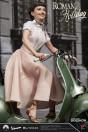 ein-herz-und-eine-krone-princess-ann-audrey-hepburn-1951-vespa-125-limited-edition-statue-blitzway_BW903714_8.jpg