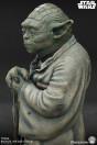 star-wars-episode-v-yoda-limited-edition-life-size-bronze-statue-sideshow_S400353_8.jpg