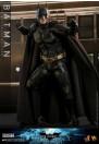 hot-toys-batman-the-dark-knight-rises-batman-movie-masterpiece-dx-series-actionfigur_S907401_6.jpg