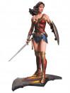 wonder-woman-polystone-statue-aus-batman-v-superman-dawn-of-justice-33-cm_DCCNOV150319_2.jpg