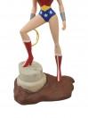 wonder-woman-pvc-statue-aus-justice-league-animated-femme-fatales-23-cm_DIAMAUG152311_4.jpg