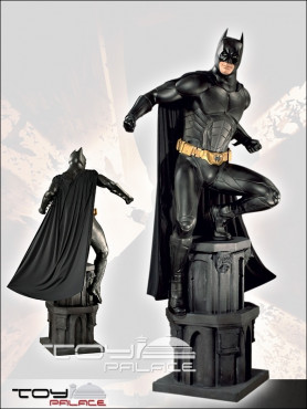 batman-begins-batman-life-size-statue-234-cm_MMBB1_2.jpg