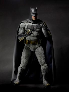 batman-v-superman-dawn-of-justice-batman-ben-affleck-14-actionfigur-48-cm_NECA61434_2.jpg