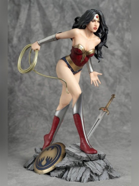 dc-comics-fantasy-figure-gallery-wonder-woman-luis-royo-resin-16-statue-26-cm_YAM350892_2.jpg