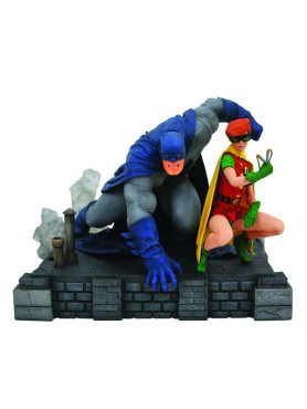 the-dark-knight-returns-batman-robin-deluxe-dc-comic-gallery-statue-20-cm_DIAMMAR192441_2.jpg
